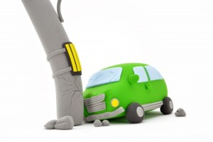 ガードレールや電柱に衝突する事故について