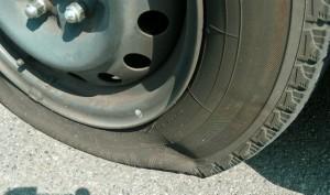 タイヤのパンク|車両保険