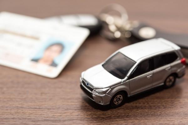 自動車保険料|年代別の平均相場