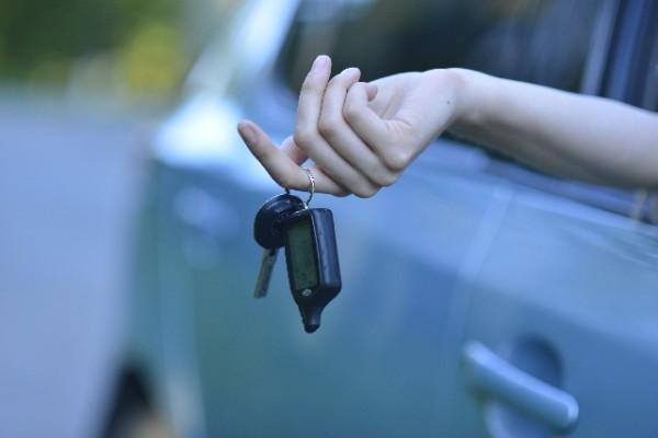 車のキー閉じ込み